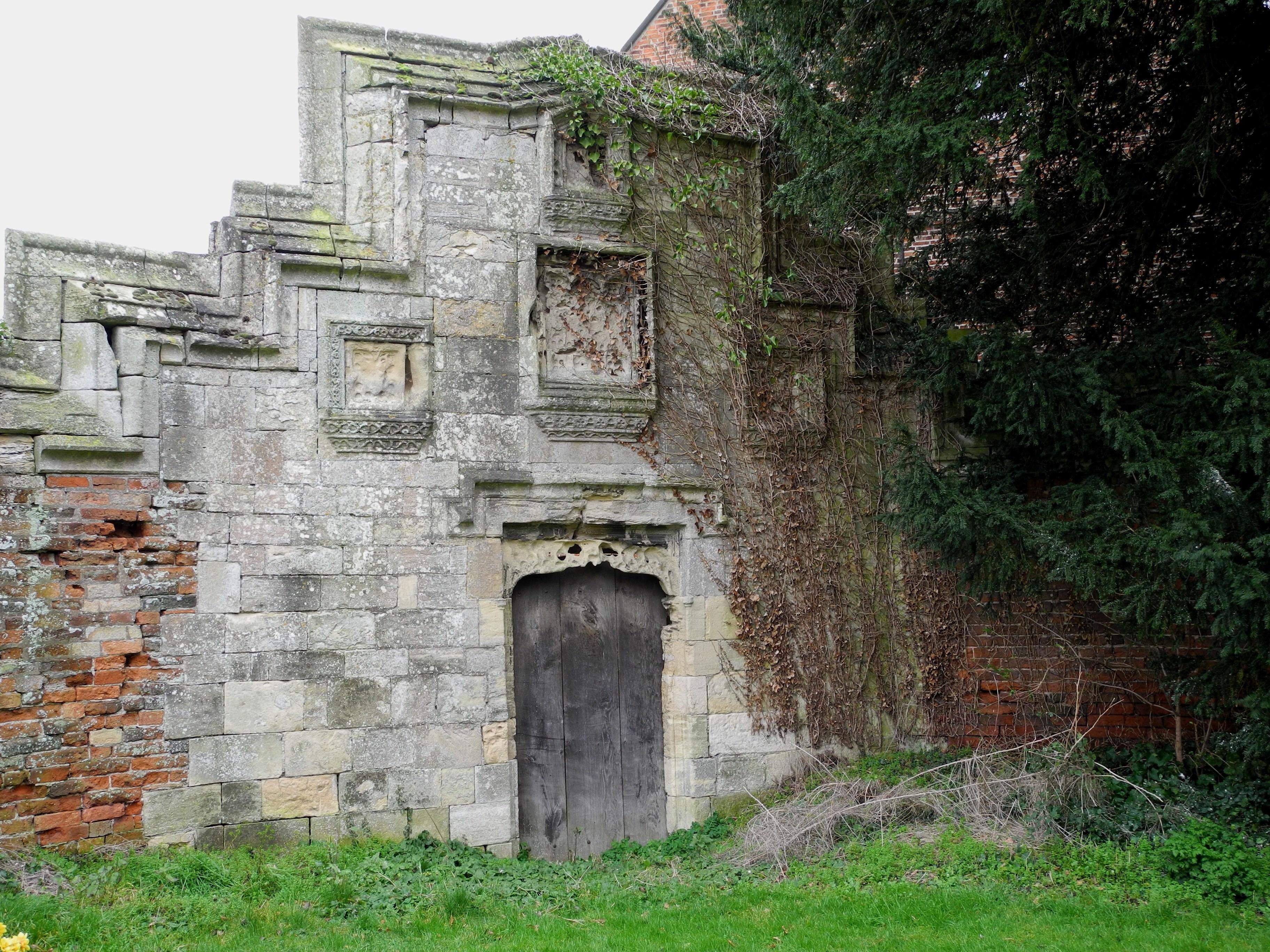 Gateway and walls from Manor Farm to churchyard, Torksey Street, Rampton