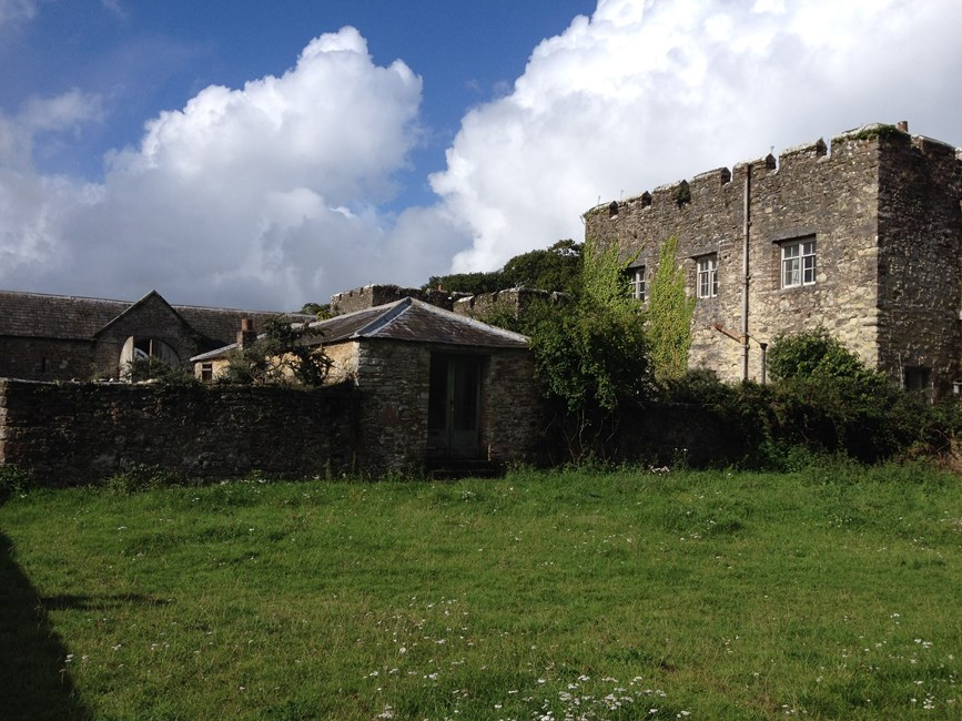 Norris Castle Farm, the Bailiff's House, Two Cottages and Kitchen Garden Wall, Newbarn Road, East Cowes - Isle of Wight (UA)