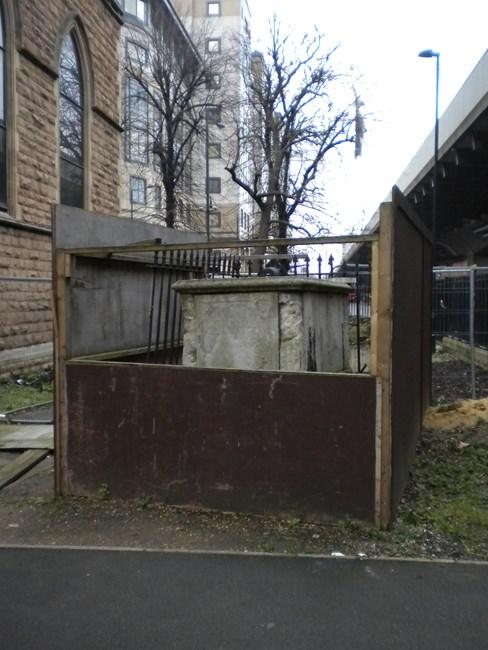 Tomb of Samuel Jones, Queen Caroline Street, St Paul's Churchyard W6 - Hammersmith and Fulham