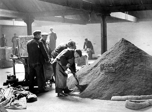 Packing goods at Butler's Wharf, London