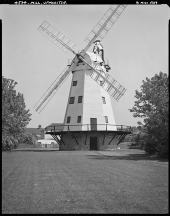 Black and white picture of Upminster Windmill