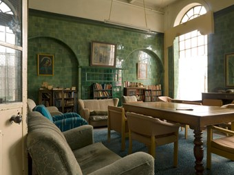 Library in Driscoll House Hotel
