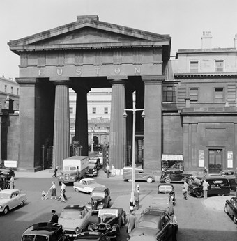Archive photograph showing the triumphal arch with traffic on adjoining roads